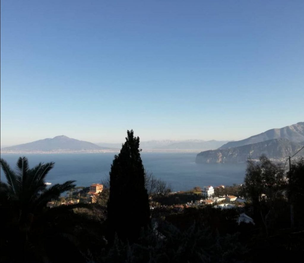 Vista di Sorrento da balcone