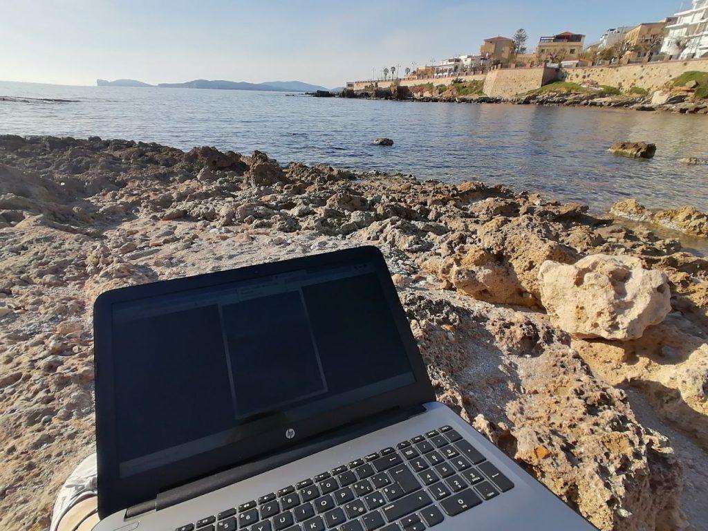 Lavorare in spiaggia dalla Sardegna - Alghero